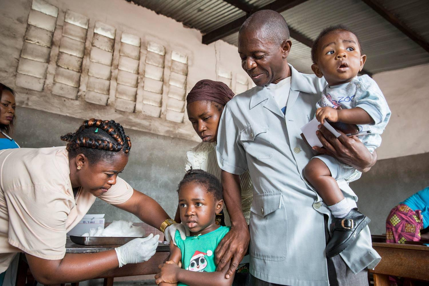 Family being vaccinated during the Médecins Sans Frontières (MSF) yellow fever vaccination campaign in Kinshasa, DRC, 2016